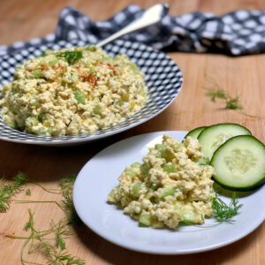 easy vegan egg salad on plates